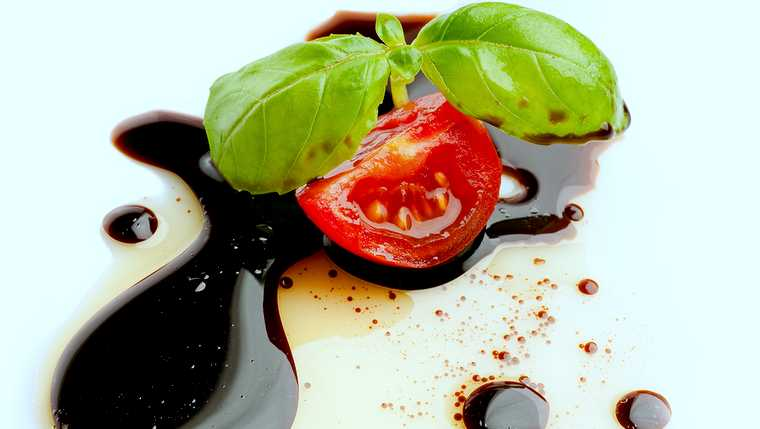 appetizing; balsamic; basil; bottle; cooking; crunchy; cuisine; diet; dish; dressing; eat; food; gastronomy; glass; gourmet; green; health; healthy; herb; italy; kitchen; lettuce; meal; oil; olive; red; salad; summer; tomato; vinegar; white;